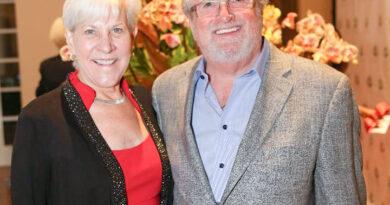 Deborah and Les Cross named 2021 Art of Fashion honorees – Coast News
